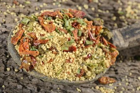 dried vegetables: Una mezcla ya preparada de cusc�s con verduras y especias secas