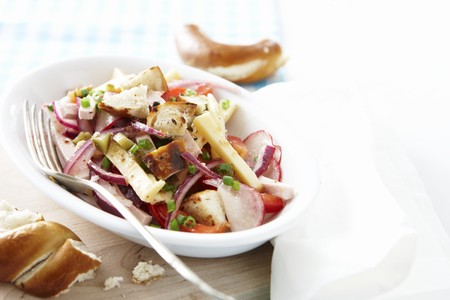 lye: Vegetable salad with lye bread croutons LANG_EVOIMAGES