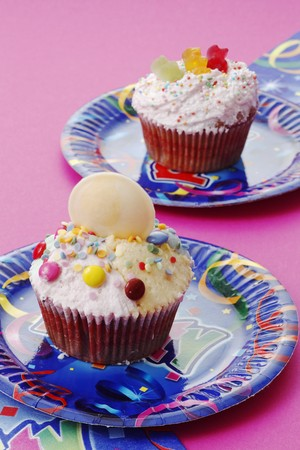 childs birthday party: Childrens cupcakes LANG_EVOIMAGES