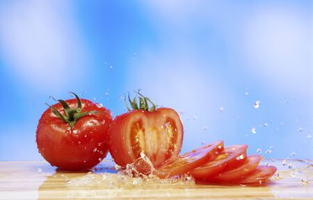 squirted: Tomatoes with a splash of water LANG_EVOIMAGES