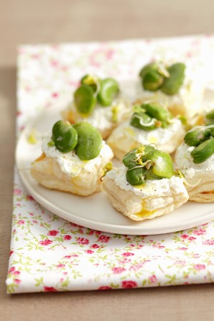 bakla: Puff pastry tartlets with ricotta and broad bean LANG_EVOIMAGES