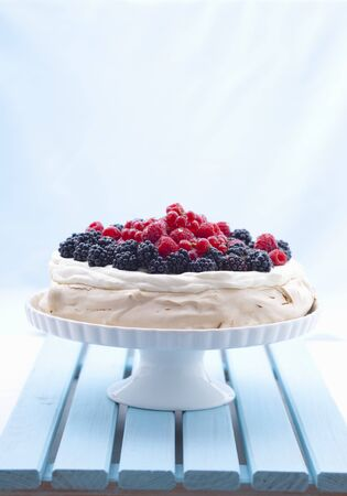 brambleberries: Berry pavlova on a cake stand LANG_EVOIMAGES