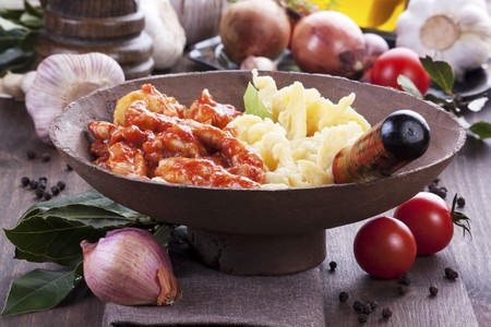 fricassee: Tomato and chicken fricassee with pasta LANG_EVOIMAGES