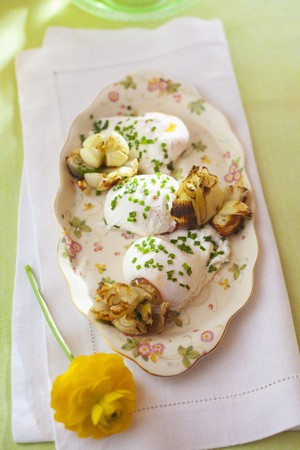 qs: Poached eggs with chives and grilled onions