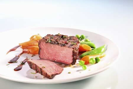 qs: Grilled beef fillet with shallots