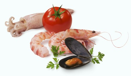 gambas: An arrangement of seafood and a tomato