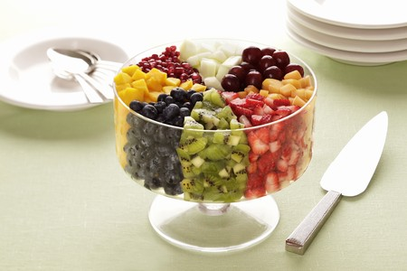 amaretto: Fruit trifle with amaretto LANG_EVOIMAGES