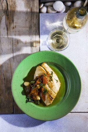 filete de pescado: Filete de pescado con verduras