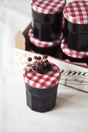 Jars of blackberry jam LANG_EVOIMAGES