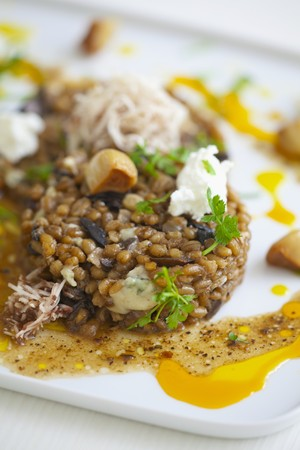 petroselinum sativum: Oat risotto with mushrooms, blue cheese and parsley LANG_EVOIMAGES