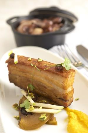 sautee: Pancetta di maiale fritto con scalogni saltati