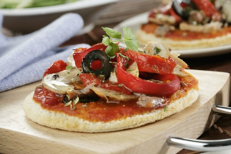 mini pizza: Mini pizza with peppers, mushrooms and olives