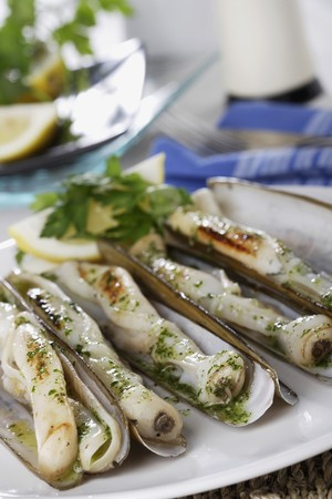 petroselinum sativum: *** Local Caption *** food;razor-shell;seafood;molluscs;grilled;barbecued;garlic;vegetables;parsley;aromatic herbs;dishes;detail;vertical
