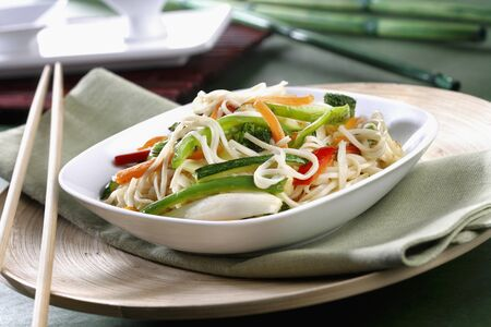 chinos: Wok with vegetables and noodles *** Local Caption *** Wok de verduras y fideos chinos