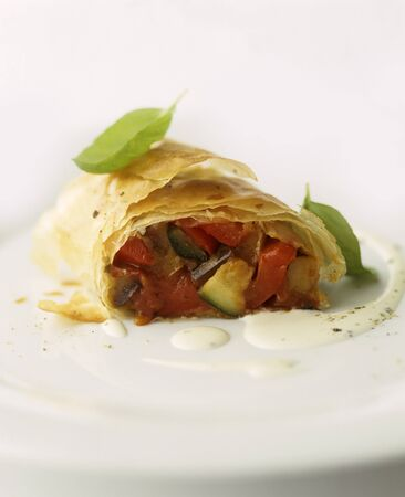 cocozelle: Vegetable strudel with tomatoes and courgette