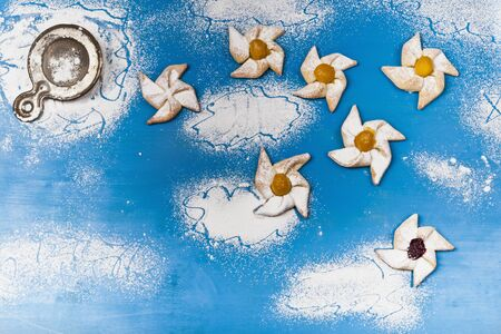 sucre glace: Moulinets de p�te feuillet�e avec du sucre glace LANG_EVOIMAGES