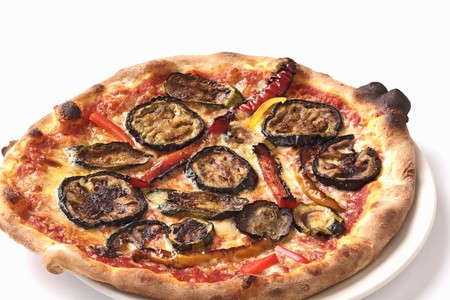 cocozelle: A courgette, aubergine and pepper pizza LANG_EVOIMAGES