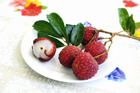 lychees: Lychees on a sprig