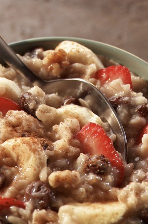 cinammon: Oatmeal with Strawberries, Raisins and Bananas with Cinnamon