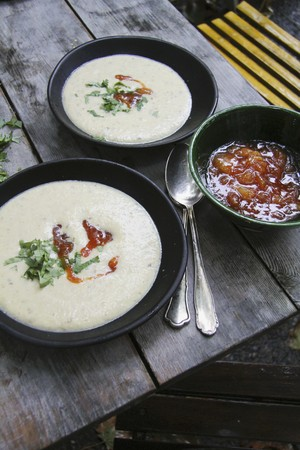 chutney: Sopa de coliflor con chutney de mango