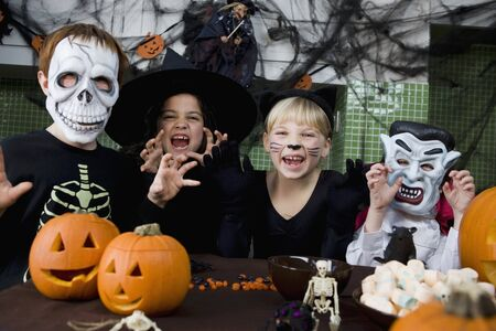 10 to 12 year olds: Four friends at a Halloween party LANG_EVOIMAGES