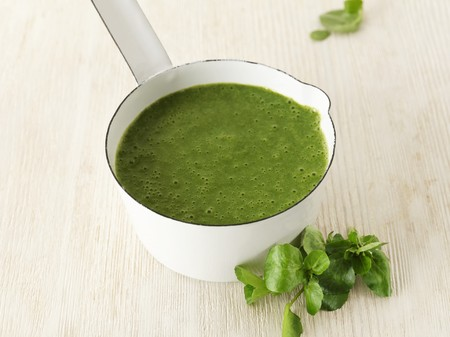 water cress: Bittercress soup in a pot LANG_EVOIMAGES