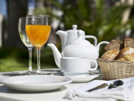 coffeepots: Breakfast on a garden table