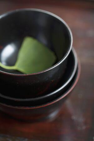 ginkgo leaf: A ginkgo leaf in a tea bowl LANG_EVOIMAGES