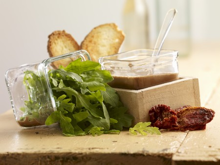 arugola: Ingredients for bread salad LANG_EVOIMAGES