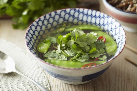 tout: Noodle soup with mange tout and coriander leaves (Asia)