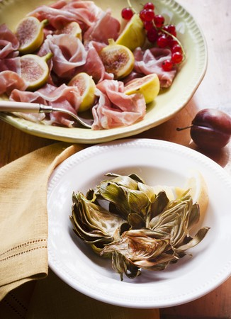 barbecues: Roasted Artichokes in a Bowl; Prosciutto and Figs in a Bowl LANG_EVOIMAGES