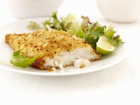 revestimientos: Eglefino empanado con una ensalada mixta