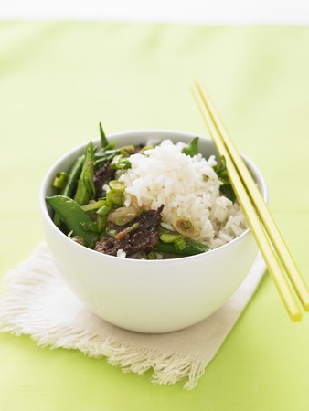 tout: Beef with mange tout, peas and rice