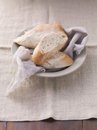 pain blanc: Le pain blanc sur une plaque