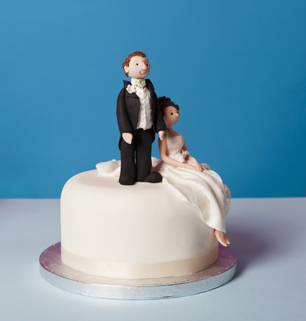 bridal couple: A small wedding cake with a bridal couple