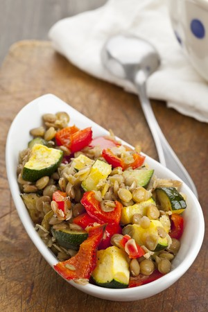 cocozelle: Lentil salad with grilled peppers and courgette