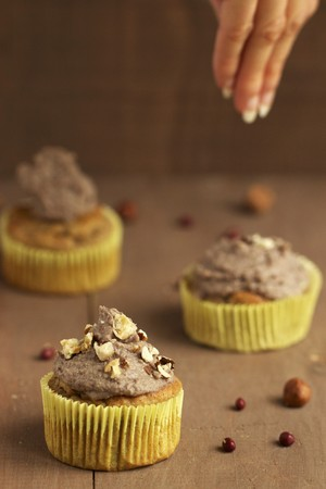 dredging: Cupcakes being decorated with sweet bean cream and caramelised nuts