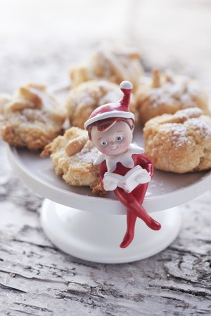 pine kernels: Christmas biscuits with pine nuts
