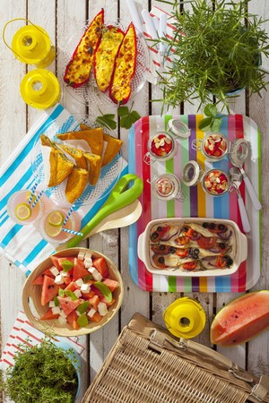 soda pops: Summer picnic with stuffed peppers, spinach omelette, muesli, fish, lemonade and watermelon salad