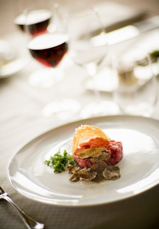 cruda: Carne cruda allalbese (steak tartare with truffles, Italy)