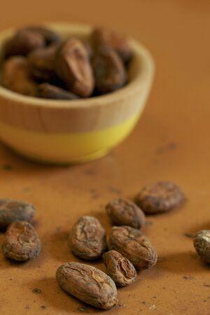 cacao beans: Habas de cacao crudas