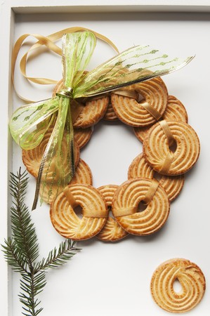 piped: A wreath made of piped biscuits LANG_EVOIMAGES