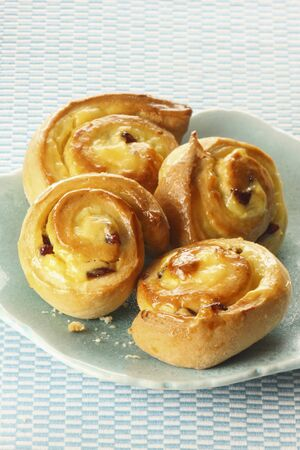 free me: Chelsea buns with cr LANG_EVOIMAGES