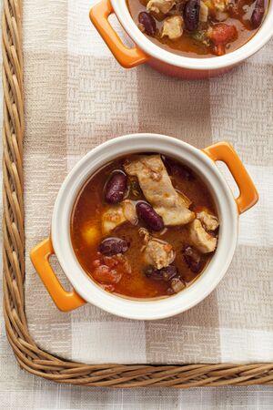 kidneybohnen: Chilli-Suppe mit Bohnen und Huhn