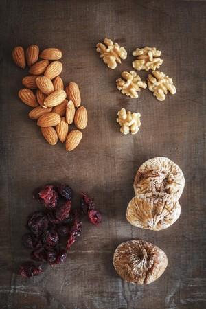 vaccinium macrocarpon: Dried fruit, almonds and walnuts