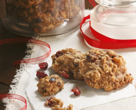 vaccinium macrocarpon: Homemade Oatmeal Cranberry Cookies with Red Ribbon