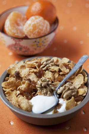 cornflakes: Cornflakes with walnuts and raisins