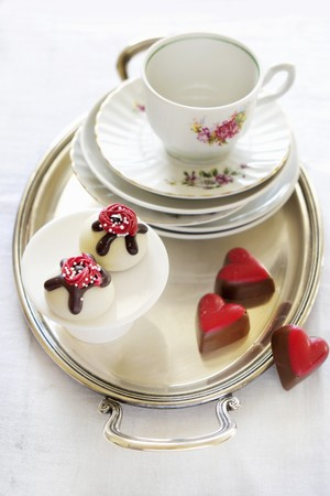 choc: Various pralines and old-fashioned coffee crockery LANG_EVOIMAGES