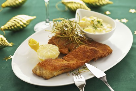 coatings: Breaded carp fillet with potato salad LANG_EVOIMAGES