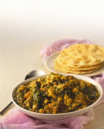 chickpeas: Vegetable curry with chickpeas and flatbread